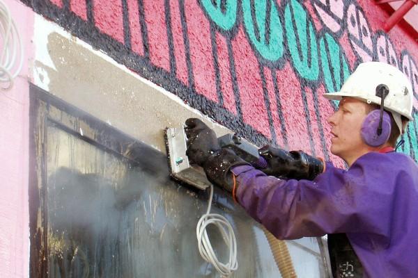 Farbentfernung auf Fassaden