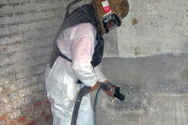 Altbeschichtung auf Beton entfernen
