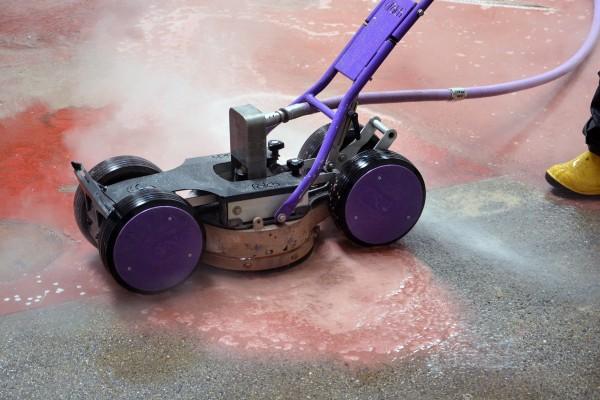 Entfernen von Fußbodenbeschichtungen