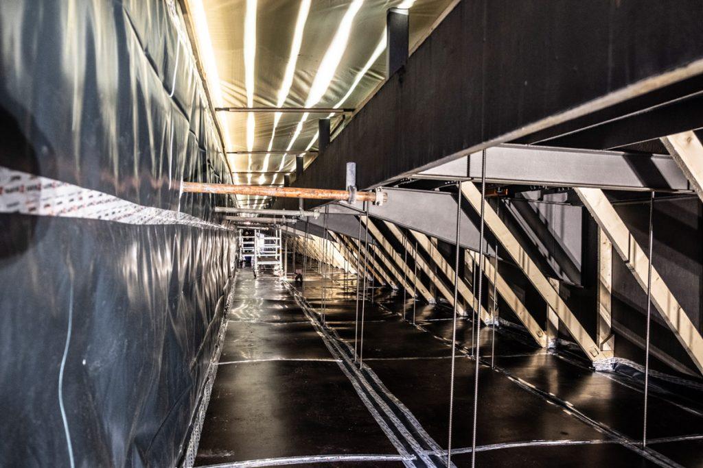 Der Arbeitsbereich im Innern der Brücke ist hermetisch abgeschlossen.