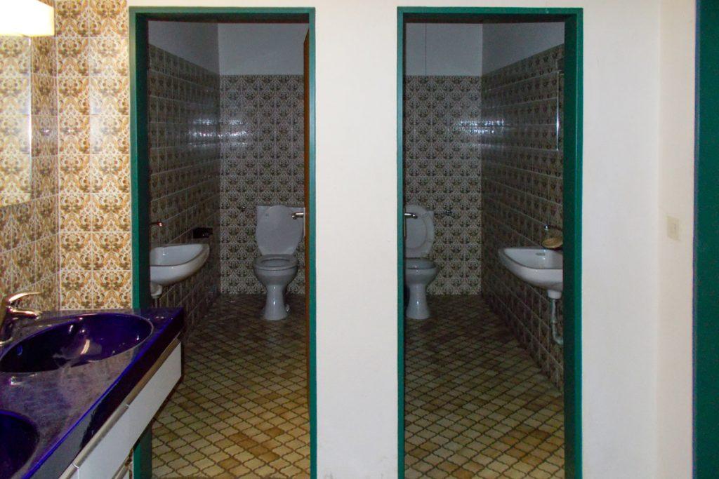 Sanitärräume vor der Sanierung …